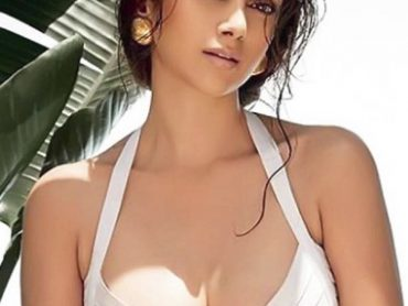 Aditi Rao Hydari enthralls audience with her sexy and gorgeous body