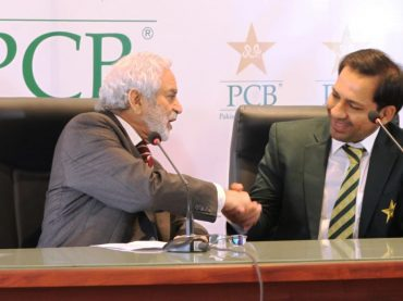 Sarfaraz Ahmed to continue as Pakistan captain
