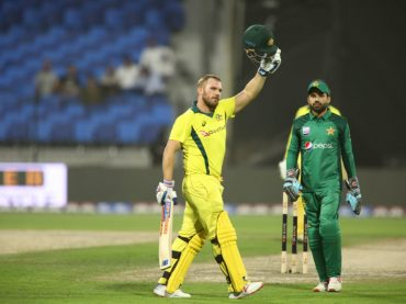Australia double lead as Finch and Khawaja outplay inexperienced Pakistan