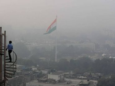 Toxic smog blankets Delhi despite slight rain
