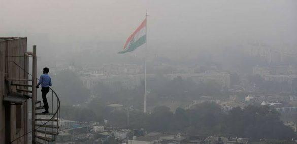 Toxic smog blankets Delhi despite slight rain